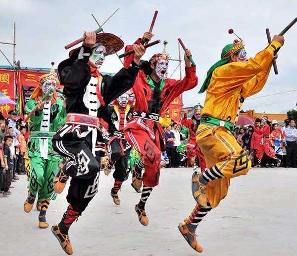 为何现在没有一些穿汉服的传统习俗?